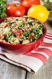 Salada do taboulé com cuscuz fotos de stock