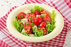 Salada do tomate com alface, queijo Foto de Stock