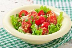 Salada do tomate com alface, queijo Fotografia de Stock Royalty Free