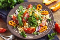 Salada do tomate e do cuscuz Fotografia de Stock
