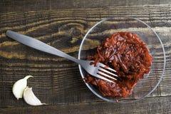 Salada do vegetariano das beterrabas, das cenouras, do alho e do azeite fotos de stock