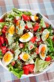Salada do verão com tomates e ovos cozidos Imagem de Stock Royalty Free