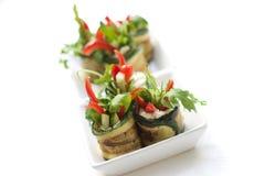 A salada do Zucchini rola com queijo fotografia de stock royalty free