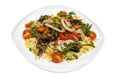 Salada dos calamares do arroz e dos vegetais Imagens de Stock