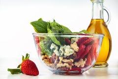 Salada dos espinafres na bacia Imagens de Stock