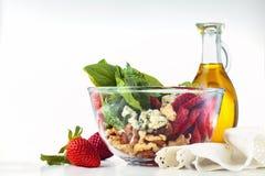 Salada dos espinafres na bacia Imagem de Stock