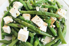 Salada dos feijões verdes com feta Fotografia de Stock