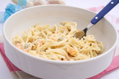 Salada dos macarronetes e das ervilhas Fotografia de Stock Royalty Free