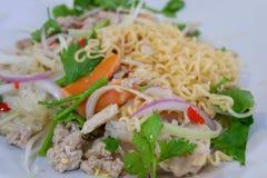 Salada dos macarronetes imediatos Yum imagens de stock