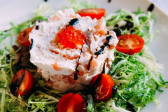 Salada dos peixes com verdes Imagens de Stock Royalty Free