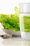 Salada e água frescas Foto de Stock Royalty Free