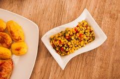 Salada e batata de milho Fotos de Stock Royalty Free