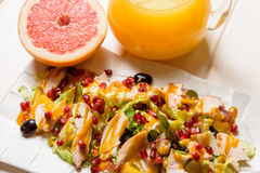 Salada e suco frescos Foto de Stock Royalty Free