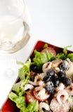 Salada e vinho Foto de Stock