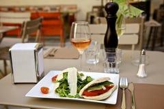 Salada e vinho de Panini Imagem de Stock Royalty Free