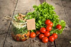 Salada em um frasco fotos de stock royalty free