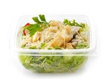 A salada em um plástico leva embora a caixa fotos de stock royalty free