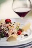 Salada em um restaurante, camarão do camarão Imagens de Stock Royalty Free