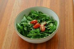 Salada em uma bacia Fotos de Stock Royalty Free