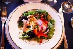Salada em uma placa Fotografia de Stock Royalty Free