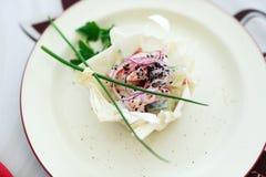 Salada em uma placa branca Imagens de Stock Royalty Free