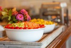 Salada em uma tabela de bufete Imagens de Stock Royalty Free