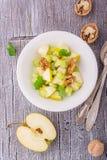 Salada fresca clara da mola com maçã verde, haste Imagens de Stock