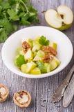 Salada fresca clara da mola com maçã verde, haste Fotos de Stock Royalty Free
