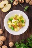 Salada fresca clara da mola com maçã verde, haste Fotos de Stock