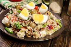 Salada fresca com cuscuz e ovos imagem de stock royalty free