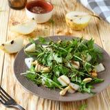 Salada fresca com pera e rúcula Fotografia de Stock Royalty Free