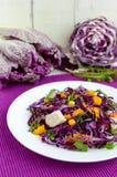 Salada fresca da aptidão da vitamina da couve vermelha, pimentas de sino, milho, rúcula Fotografia de Stock