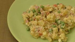 Salada fresca das batatas e dos vegetais vídeos de arquivo