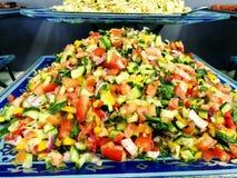 Salada fresca das folhas da alface de tipos diferentes da salada do rucola das cenouras da couve das variedades Fotos de Stock Royalty Free