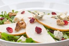 Salada fresca do queijo de gorgonzola da rúcula das peras Foto de Stock