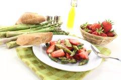 Salada fresca dos espargos Fotografia de Stock Royalty Free