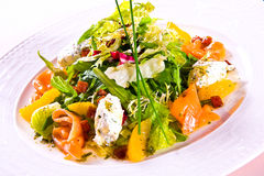 Salada fresca na bacia Fotos de Stock