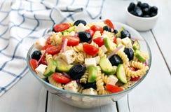 Salada grega com massa Fotografia de Stock Royalty Free