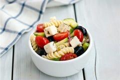 Salada grega com massa Fotos de Stock