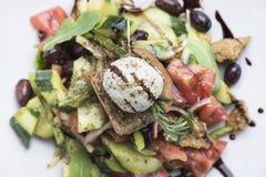 Salada grega com opinião do queijo 9top do mizithra Fotografia de Stock