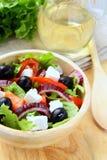 Salada grega com queijo de feta, azeitonas Foto de Stock Royalty Free