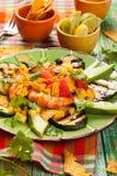 Salada grelhada mexicano do camarão imagens de stock