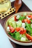 Salada mediterrânea grega com queijo de feta Imagens de Stock