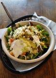 Salada mexicana da bacia do Burrito Imagens de Stock