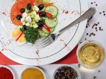 Salada misturada decorada fotografia de stock