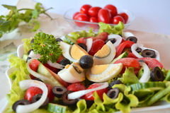 Salada misturada do verão do legume fresco com ovos Fotografia de Stock Royalty Free