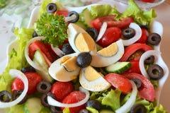Salada misturada do verão do legume fresco com ovos Imagens de Stock Royalty Free