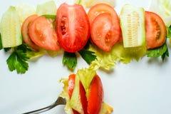 Salada misturada na forquilha Imagens de Stock Royalty Free