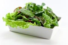 Salada misturada na tabela branca Imagens de Stock
