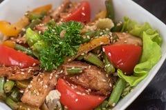 Salada morna com galinha Fotos de Stock Royalty Free